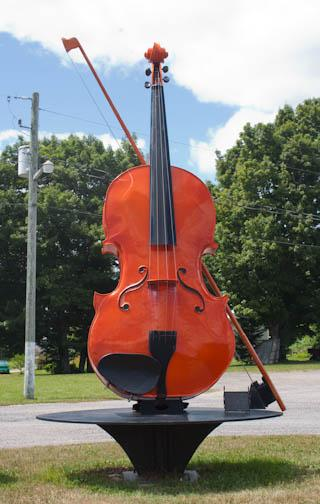 Don Messer's Fiddle Monument
